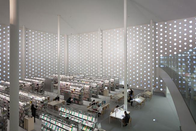 amazing-libraries-24__880 (1)