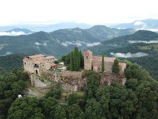 medieval-castle-airbnb-spain-1-5e4a462e1c1b7__700
