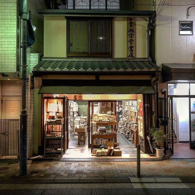 Man-still-enamoured-by-Kyotos-Small-Buildings-5be94217b901e__880