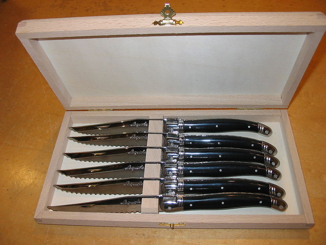 1280px-Laguiole_steak_knives