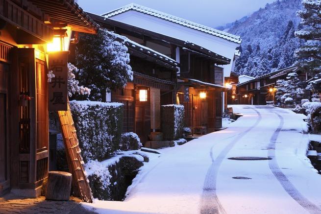 日本 冬 伝統家屋 雪景色