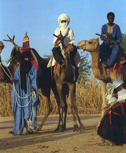 800px-1997_277-31A_Tuareg