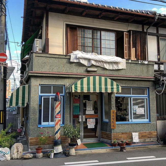 Man-still-enamoured-by-Kyotos-Small-Buildings-5be940eb20468__880