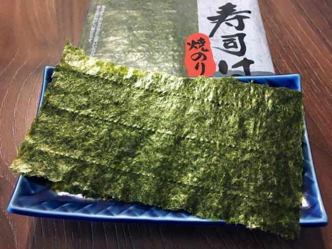 Healthy-Japanese-Snacks-seaweed-on-a-plate--1024x768