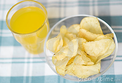 chips-fruit-juice-5312438