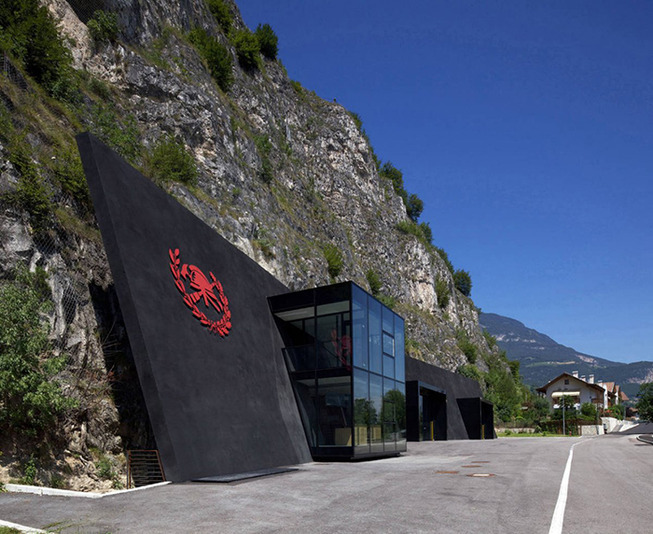 bergmeisterwolf-architekten-fire-station-in-cave-italy