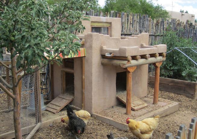 creative-chicken-coops-designs-4-5f0d90e7296b2__700