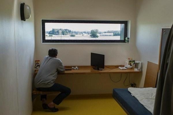 заключённый-в-камере-в-Швейцарии