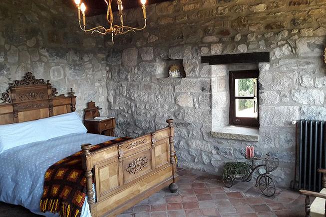 medieval-castle-airbnb-spain-6-5e4a4637d7406__700 (1)