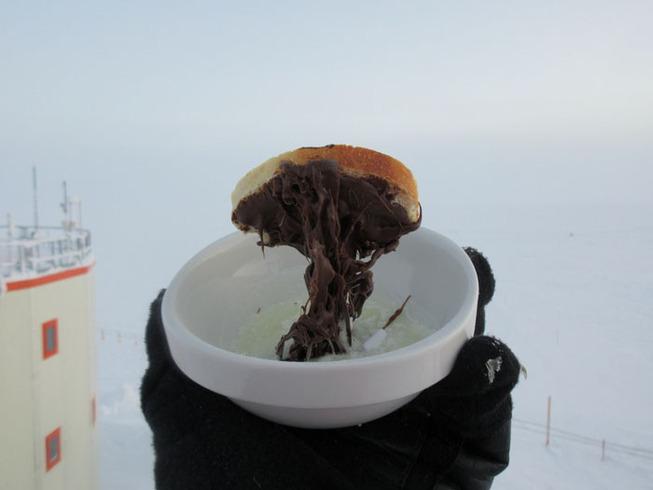 cooking-food-antarctica-cyprien-verseux4-5bbc51de6ab9e__700