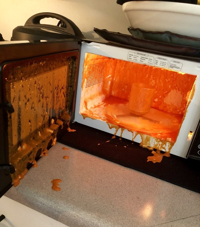 funny-microwave-fails-3-5f2d66d8aed54__700