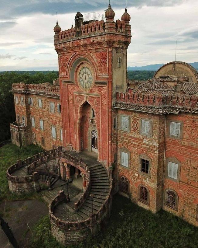 beautiful-abandoned-places-objects-pics-61374542bb1e6__700