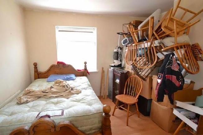 terrible-real-estate-photos-44-5c35eac4d82b3__700 (1)