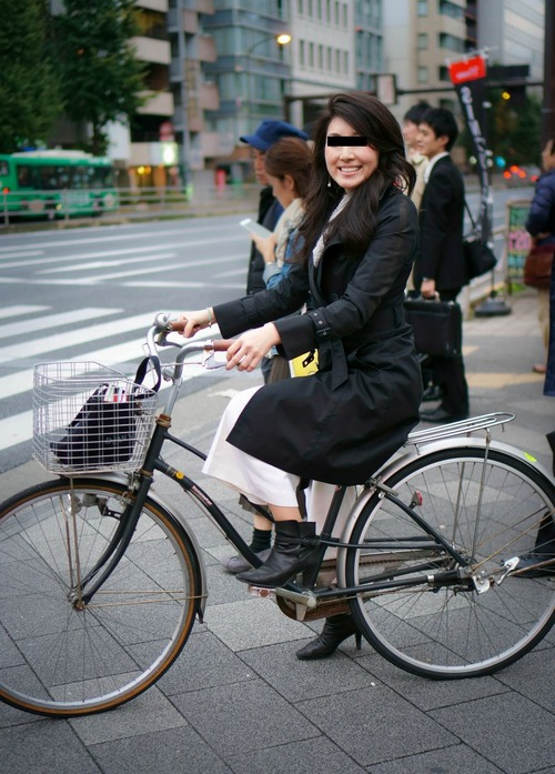 24 - this GORGEOUS WOMAN ON A BIKE needs to be a model now