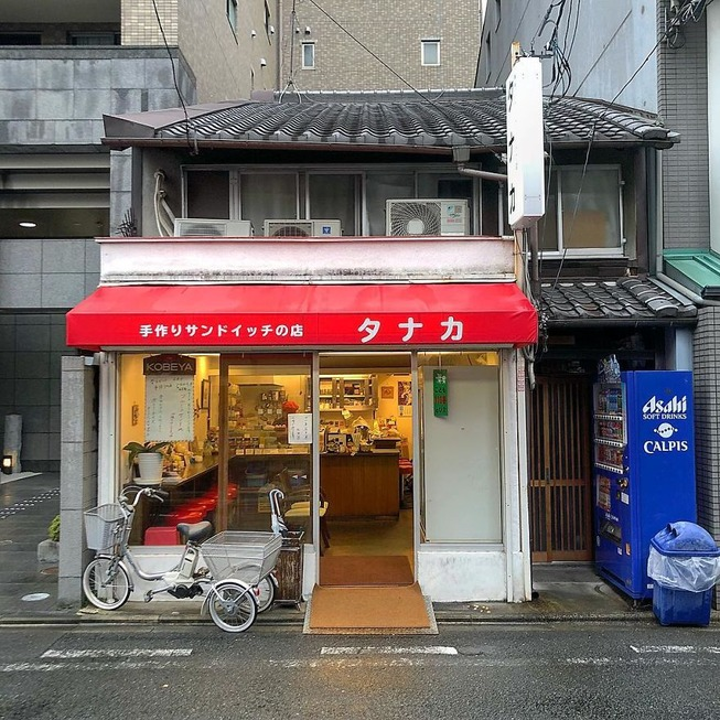 Man-still-enamoured-by-Kyotos-Small-Buildings-5be9425410913__880