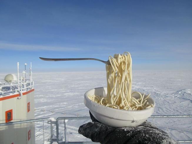 cooking-food-antarctica-cyprien-verseux14-5bbc51eceec4a__700