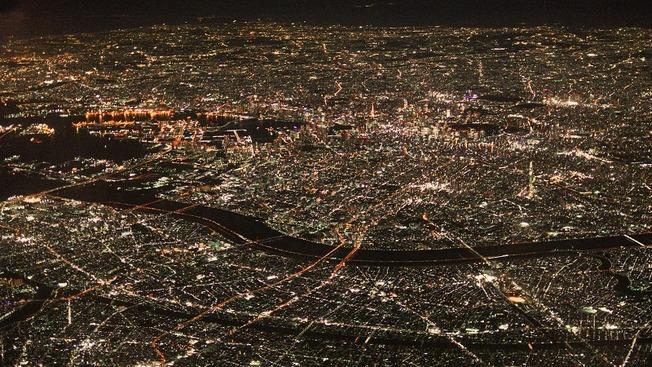 Aerial_view_of_Tokyo_at_night;_2017_(2)
