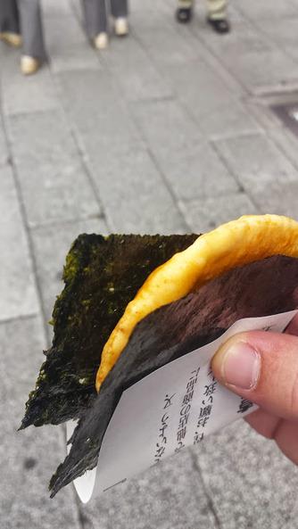 7 - Rice Cracker and seaweed