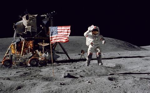 El-astronauta-del-Apolo-16-la-Luna-la-NASA-1050x1680