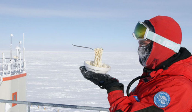 cooking-food-antarctica-cyprien-verseux12-5bbc51ea086f6__700
