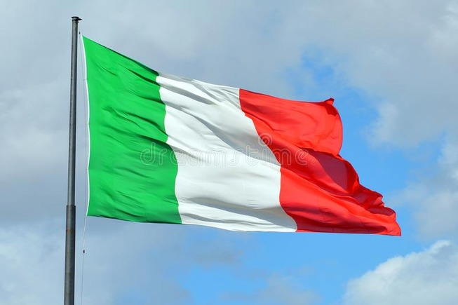 italian-national-flag-italy-railway-station-florence-116810156