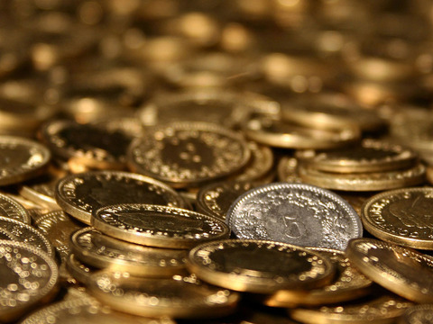 beautiful_golden_coin_desktop_wallpaper