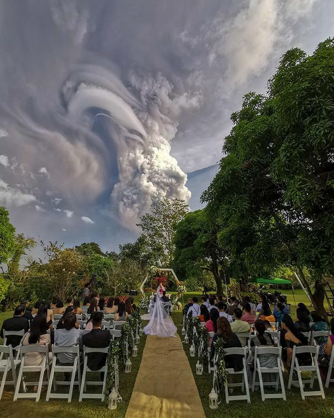 taal-volcano-eruption-photos-philippines-1-5e1c6644033bd__700