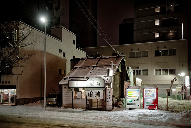 Eiji-Ohashi-Hokkaido-Vending-Machines-at-Night-6