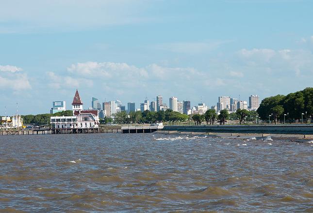 800px-BA-skyline-from-Rio-de-la-Plata-pier