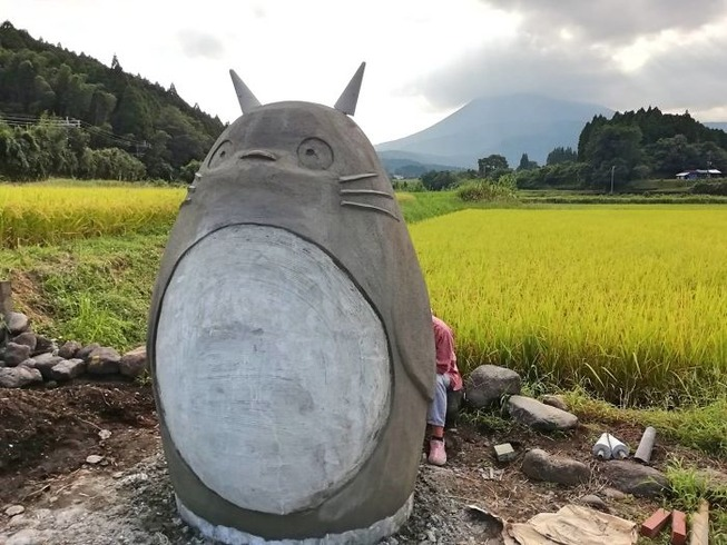 totoro-bus-stop-real-life-japan-13-5e5e0fc2247c4__700