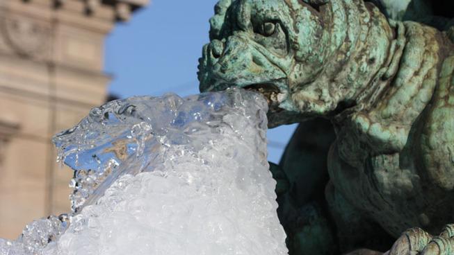 gargoyle-statues-vomiting-ice-11-5e0088fa123e1__700