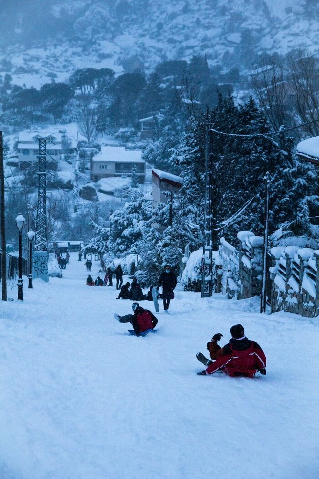 biggest-snowfall-50-years-spain-5ffc0b63211cd__700