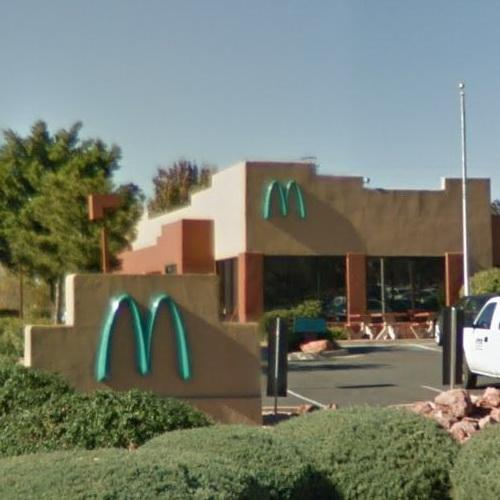 first-mcdonalds-with-a-turquoise-logo