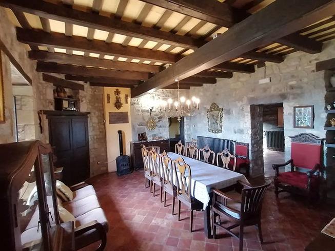 medieval-castle-airbnb-spain-3-5e4a463256d45__700