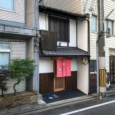 Man-still-enamoured-by-Kyotos-Small-Buildings-5be94221aec3d__880