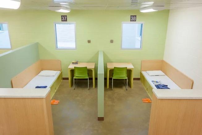 world-prison-cells-prisoners-32-5b3f56d7ae436__700