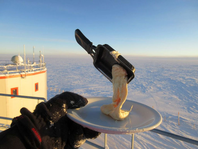 cooking-food-antarctica-cyprien-verseux2-5bbc51db32509__700