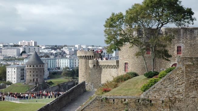 Le_donjon_du_château_de_Brest,_France_(21-09-2007)