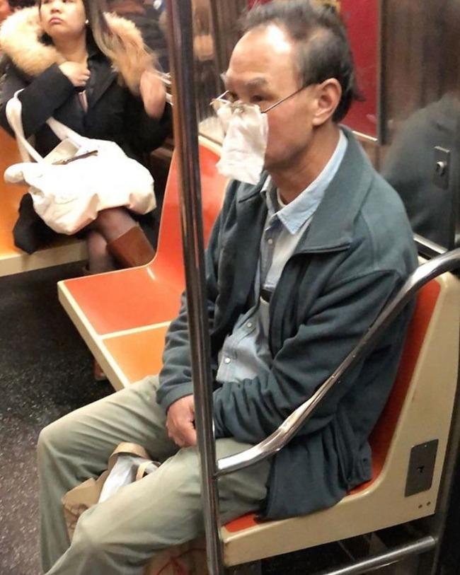 subway-corona-masks-pics-14-5f7c691316656__700