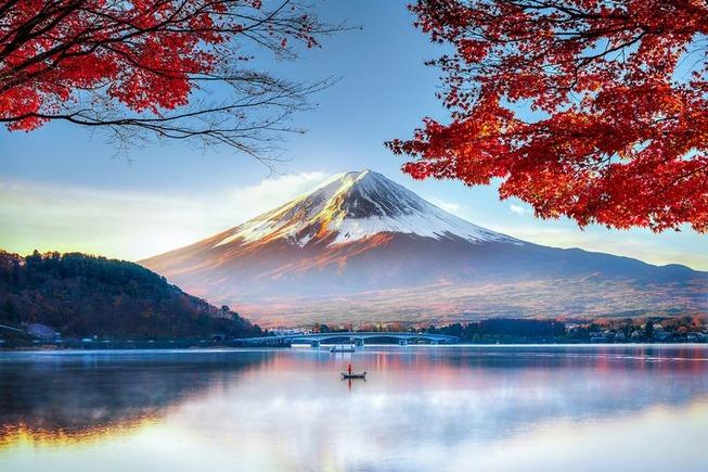 fuji-mountain-in-autumn-822273028-5a6a8a9c3418c600363958d3