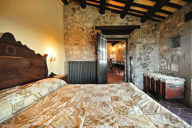 medieval-castle-airbnb-spain-7-5e4a46396bc43__700