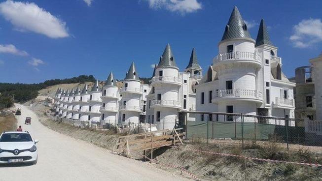 turkey-abandoned-villas-disney-castles-5c40203c1cd72__700