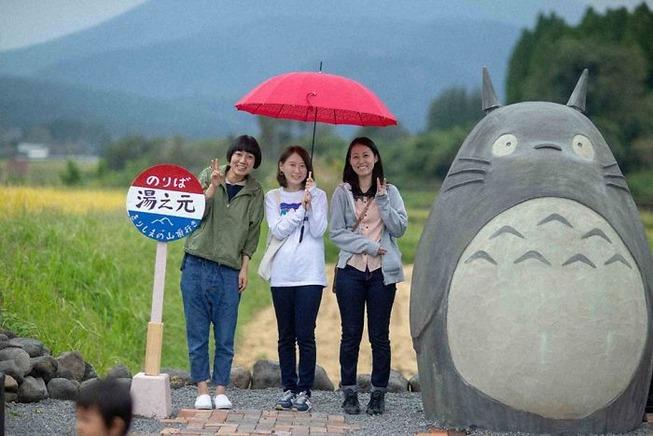totoro-bus-stop-real-life-japan-32-5e5e0fef07ff3__700