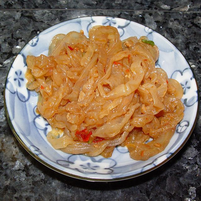 768px-Jellyfish_sesame_oil_and_chili_sauce