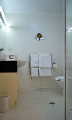 Orewa 363 Bathroom