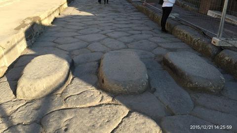 151221-250_ポンペイ遺跡の横断歩道石