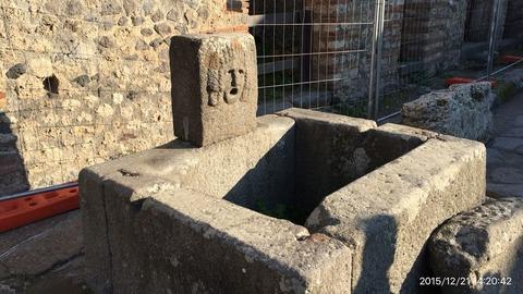 151221-210_ポンペイ遺跡の水汲み場跡