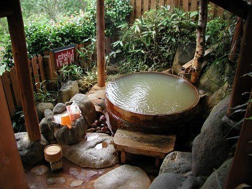 九酔渓(きゅうすいけい)温泉 渓谷の湯 二匹の鬼