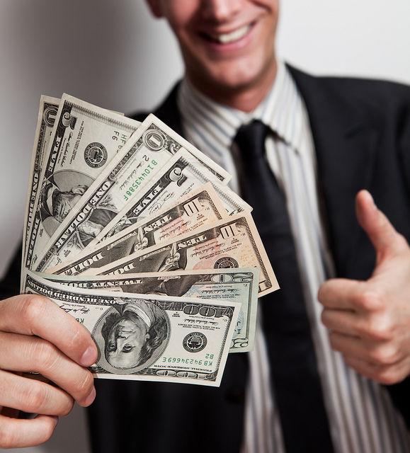 お金 男性 支出 年収300万円 結婚 AM コラム