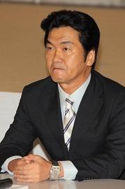 o03320501shinsuke 引退会見キング スクエア クロノグラフ